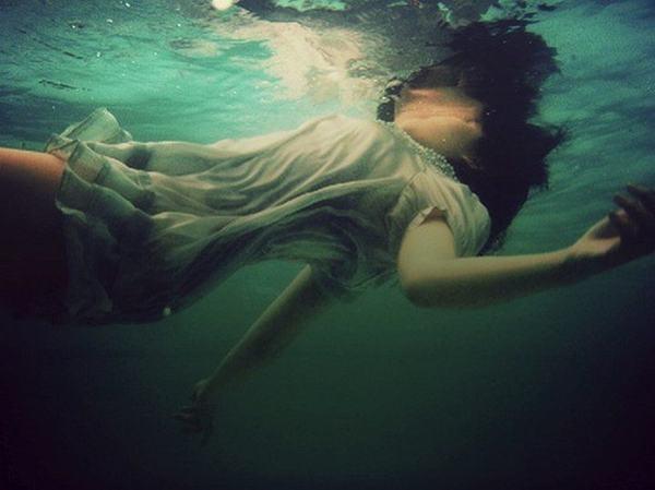 Ngủ mơ thấy người yêu cũ chết nước, chết đuối