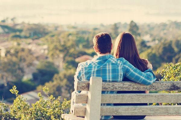 Nằm mơ thấy người yêu cũ hôn mình, ôm mình nên đánh con gì?