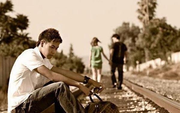 Nằm mơ thấy người yêu mình có người khác là người khác giới