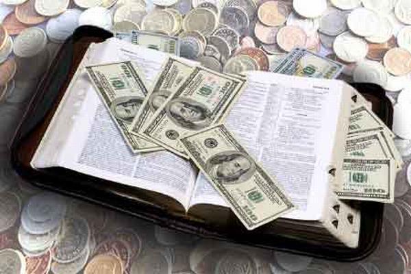 Nằm mơ thấy mình đi vay tiền thì cho thấy bạn đang khủng hoảng lớn về tài chính