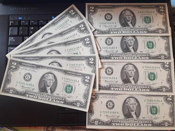 Điềm báo không tốt về tài chính nếu ngủ mơ thấy tiền 2 đô la Mỹ.
