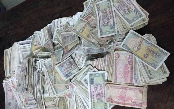 Nằm mơ thấy người khác tặng mình tiền lẻ