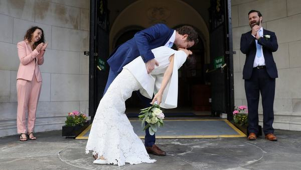 Nằm mơ thấy nhận được lời mời đám cưới