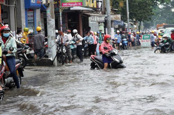 Trong mơ thấy nước ngập đường rộng lớn mênh mông
