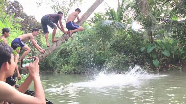 Chiêm bao thấy mình nhảy xuống sông