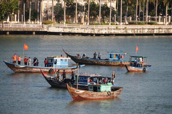 Chiêm bao thấy trên sông có rất nhiều thuyền bè qua lại