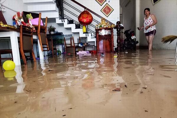 Nằm mơ thấy nước dâng cao tràn vào nhà