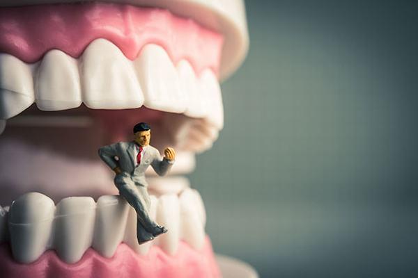 Nằm mơ thấy mình bị rụng 2 cái răng tốt hay xấu?