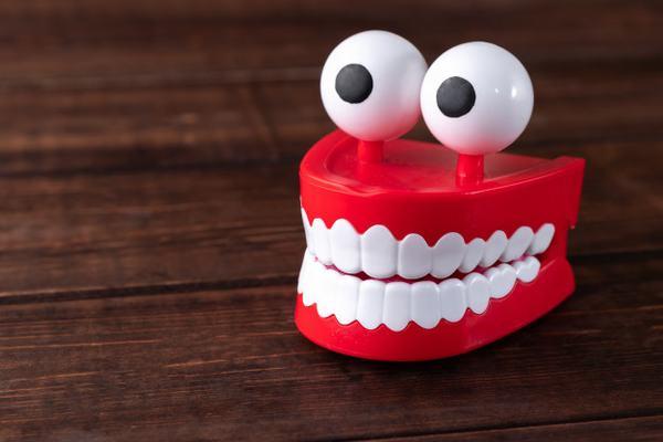 Nằm mơ thấy rụng răng hàm trên