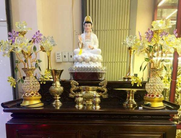 Nằm mơ thấy bàn thờ tổ tiên, bàn thờ Phật đánh con gì?