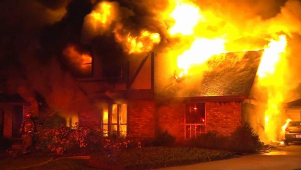 Nằm mơ thấy nhiều ngôi nhà bị cháy