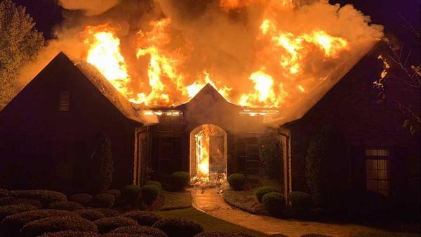 Nằm mơ thấy cháy nhà nhưng bạn thoát ra được khỏi đám cháy