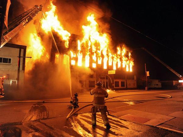 Nằm mơ thấy cháy nhà là hên hay xui ? Đánh con số mấy?