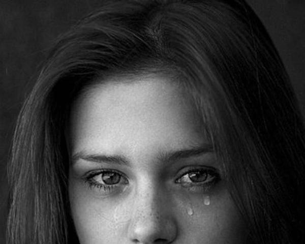 Ngủ mơ thấy mình khóc nước mắt tràn trề báo điềm gì?