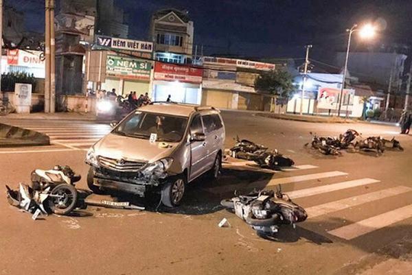 Nằm mơ thấy tai nạn xe ô tô, xe hơi đánh con gì?
