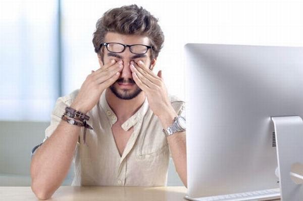Mắt phải giật liên tục nhiều ngày là triệu chứng của bệnh gì?