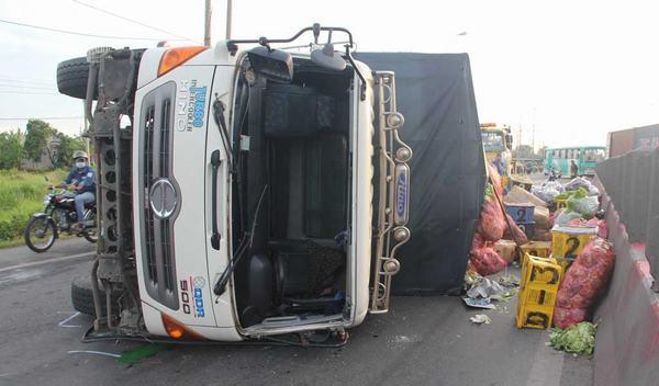 Ngủ mơ thấy xe tải bị lật